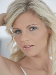 Czech beauty Mia Angel erotic porn